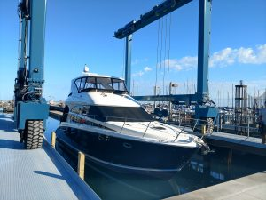 Boat Haul Out - Travel lift