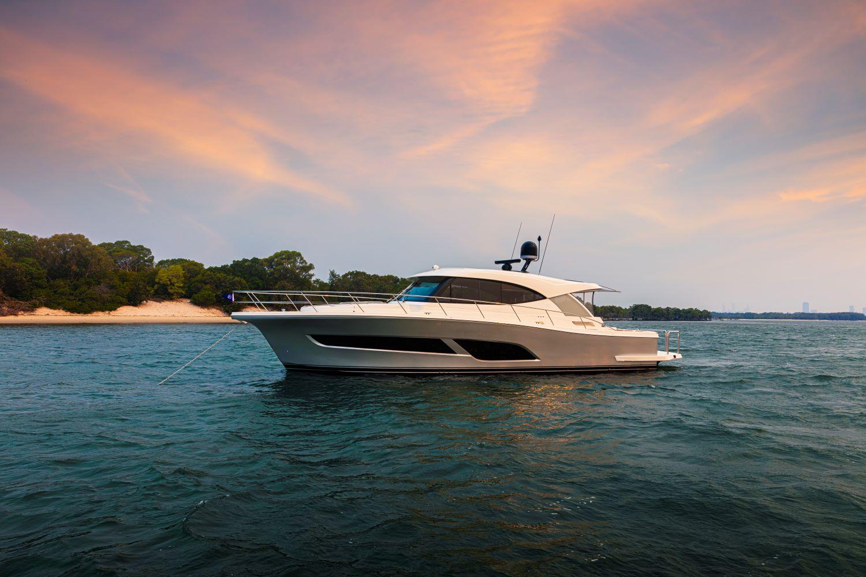Riviera Motor Yacht 505 SUV